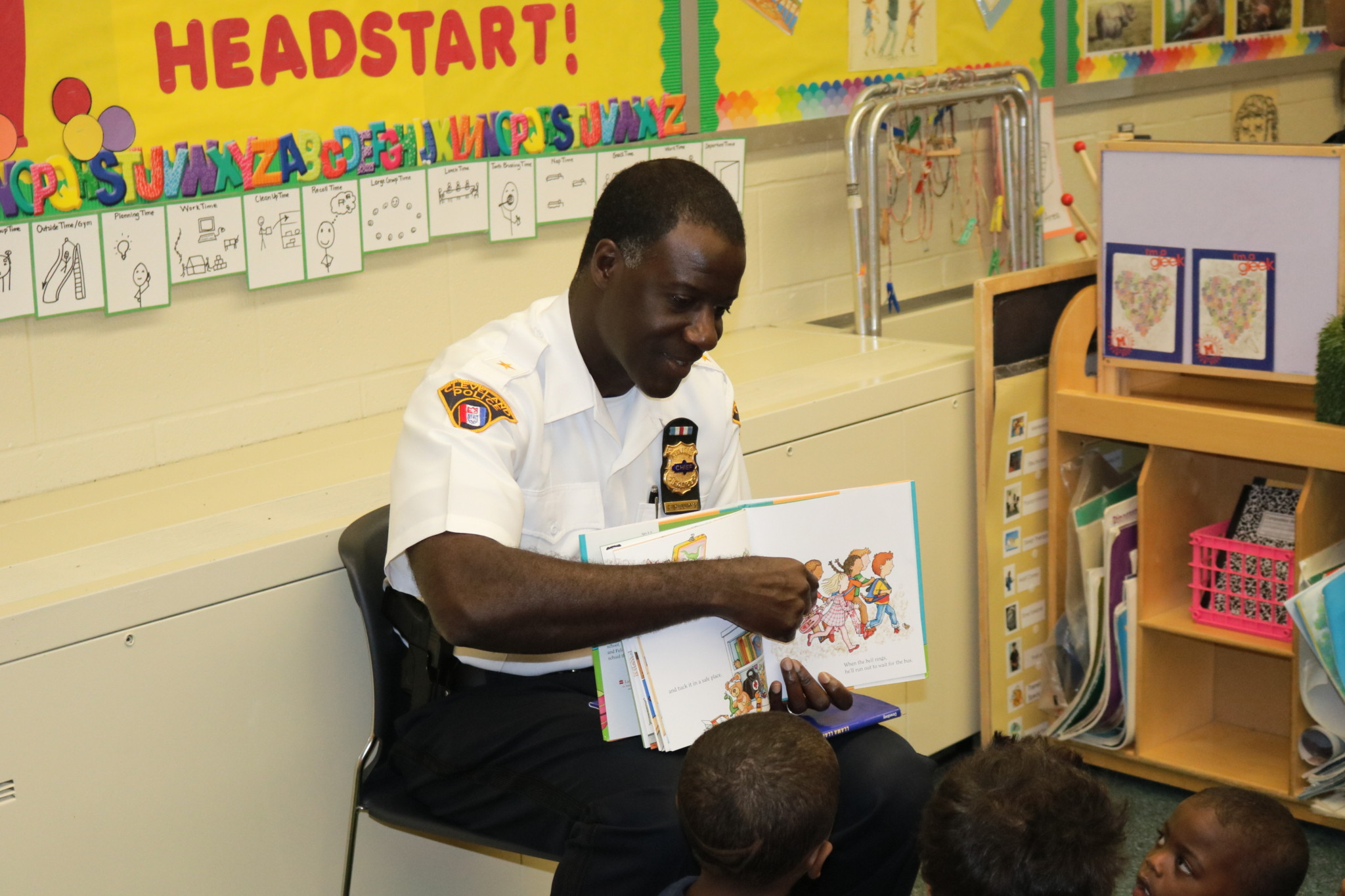 Cleveland Police Chief Calvin Williams reads to Head Start students